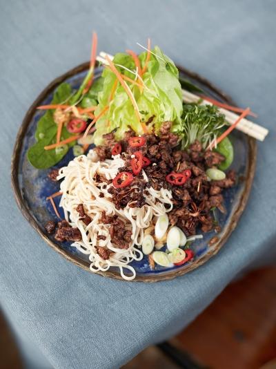 azijski-rezanci-s-hrustljavo-zelenjavo